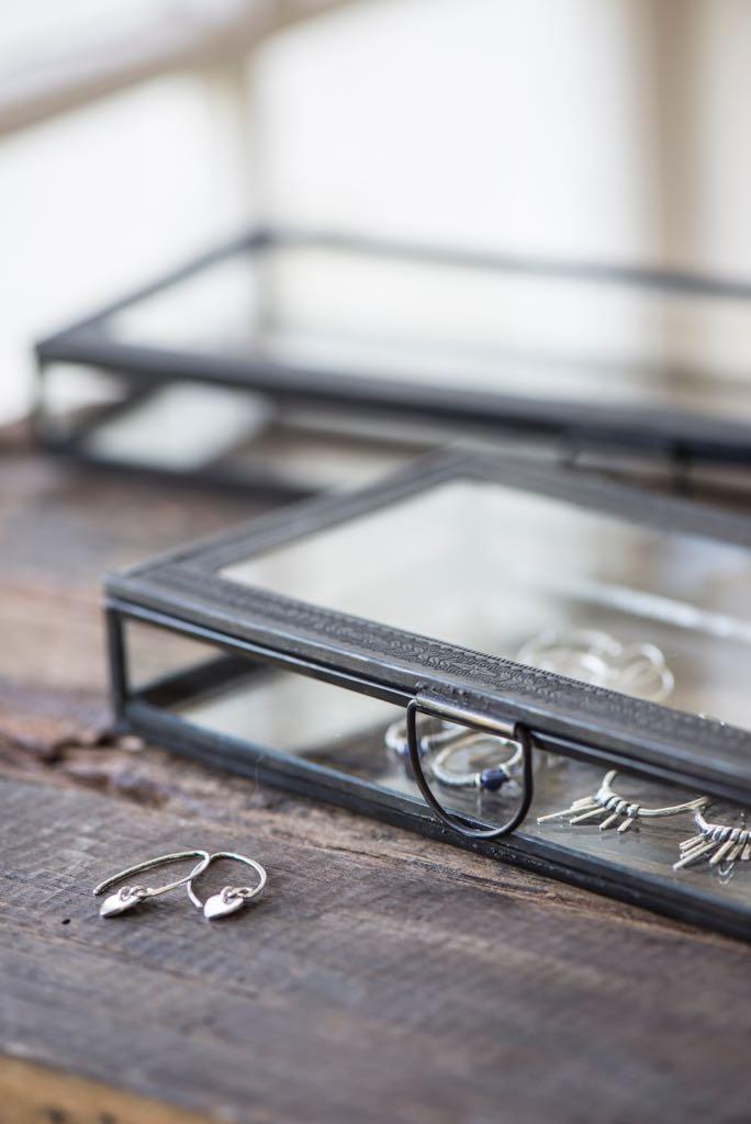 Contenitori vetro e metallo