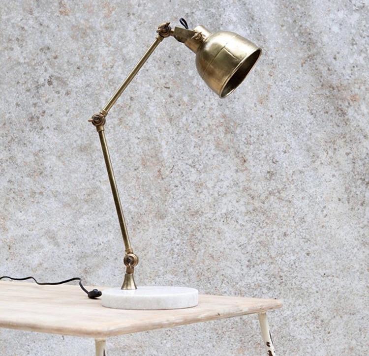 lampada in ottone e base in marmo