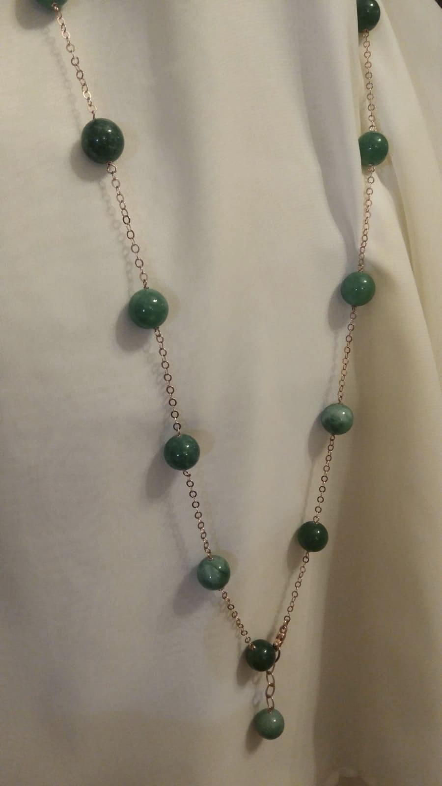 collana lunga con giade verdi