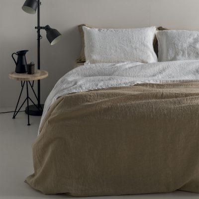 Il lino per il letto, lenzuola, copripiumoni, federe, non si stira, colori anallergici. Anche su misura.