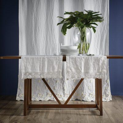Il lino per la tavola, tovaglie, runner, set da tavola, tovaglioli, grembiuli, non si stira. Anche su misura.