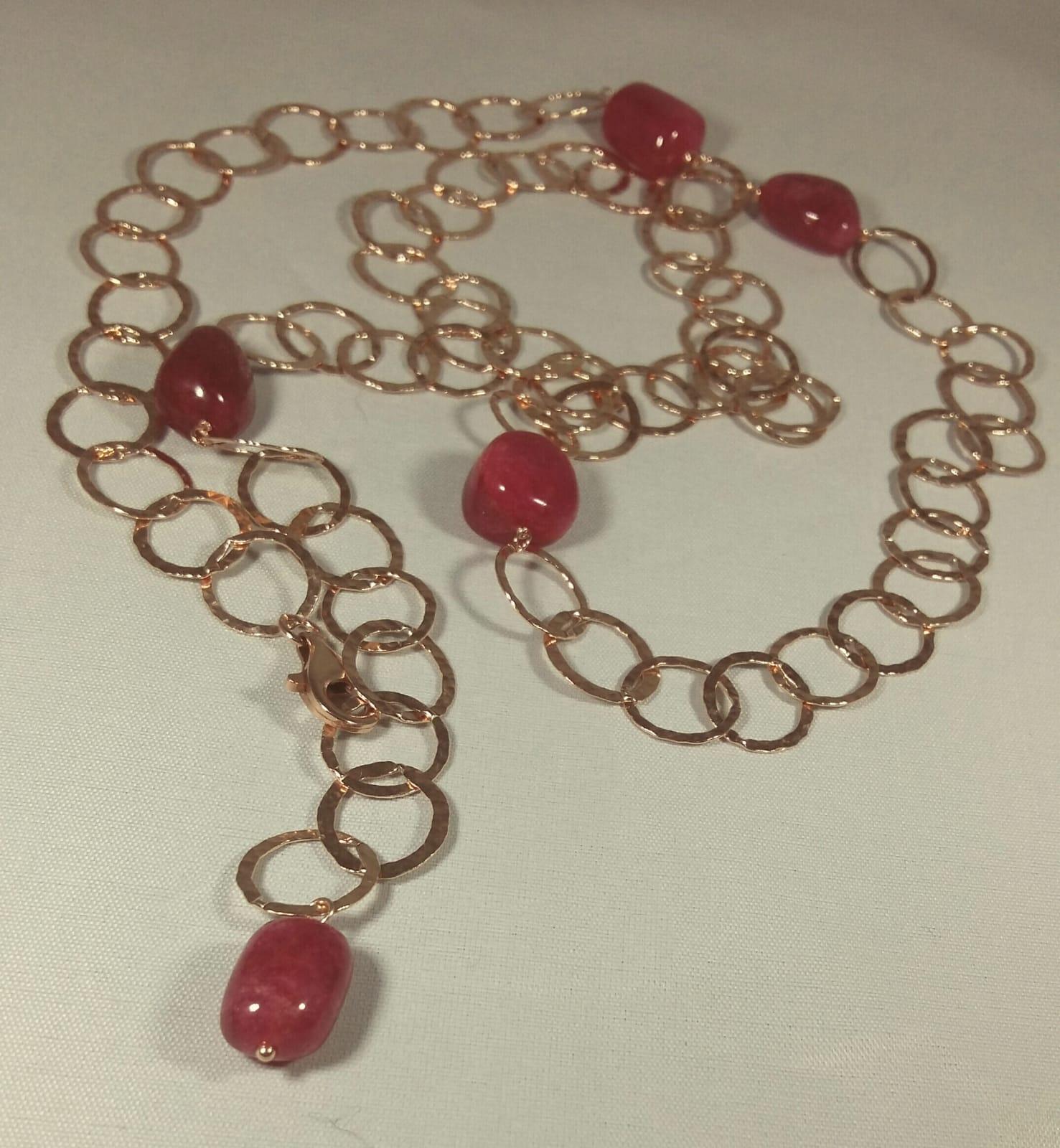 Collana lunga catena e sassi di rubino