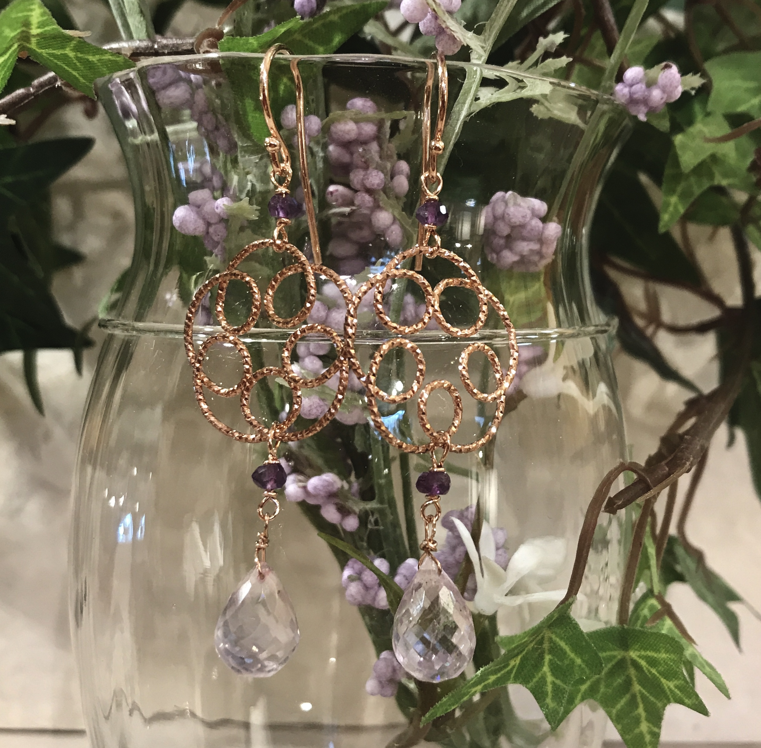 Orecchini con fiore in argento rosato e goccia di ametista rosa di Francia