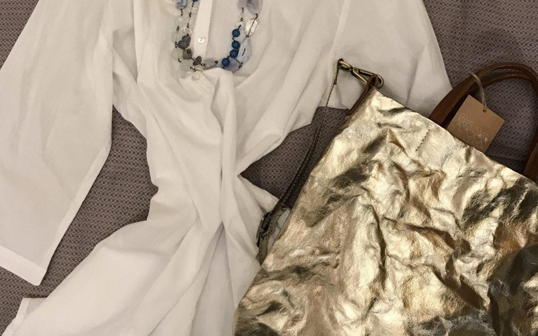 Camicia / copricostume 100% cotone, borsa in carta lavabile, collana in cristalli e seta