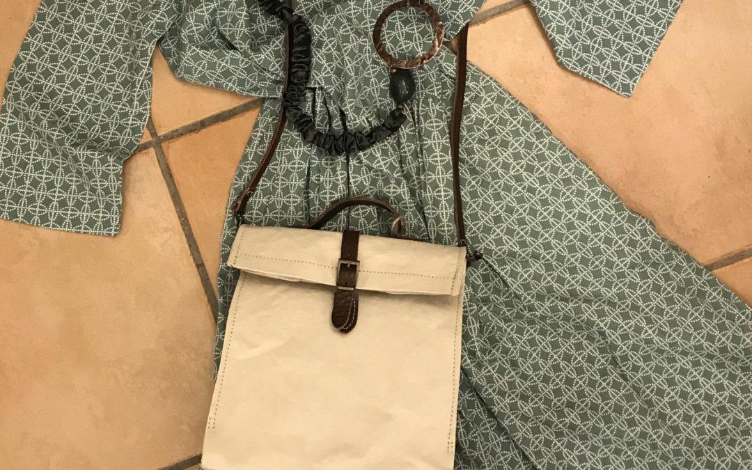 Vestito 100% cotone, borsa in carta lavabile, collana in shantung di seta