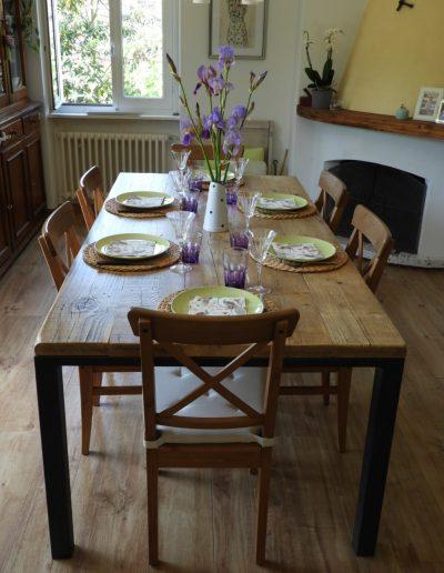 tavolo piano appoggiato in legno riciclato, struttura in ferro battuto