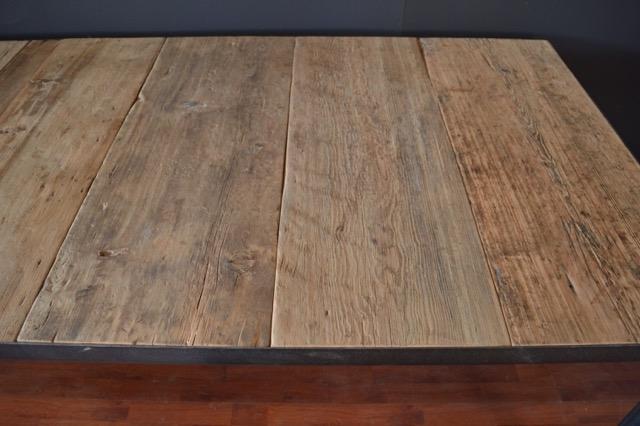 tavolo piano in vecchio olmo incassato in orrizontale, struttura in ferro battuto