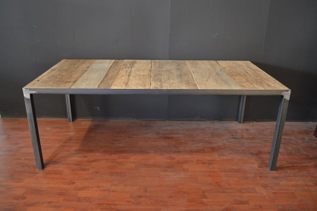 tavolo piano incassato in vecchio olmo struttura in ferro battuto con saldature a vista