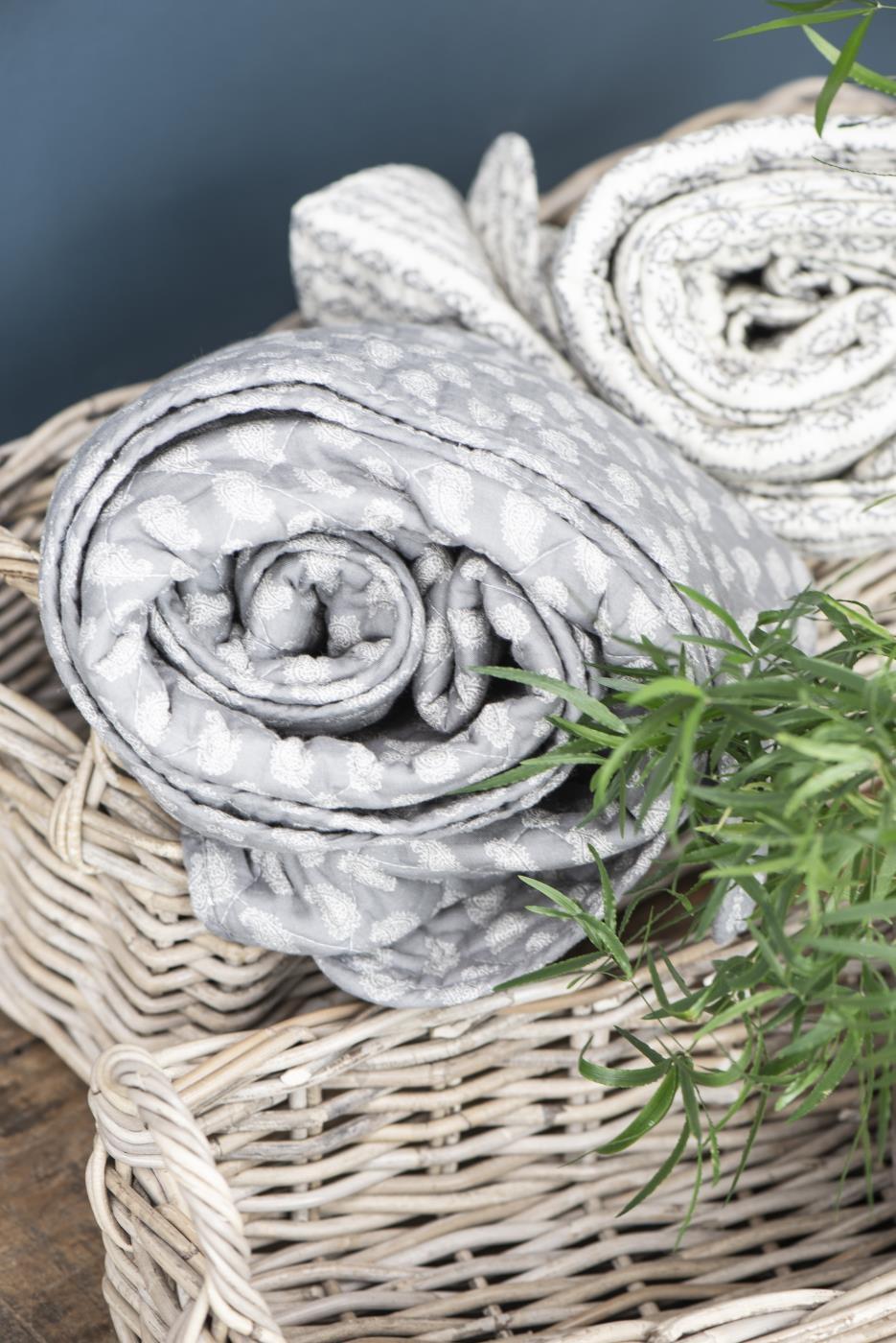cuscini, plaid , coperte, cotone, velluto, lino