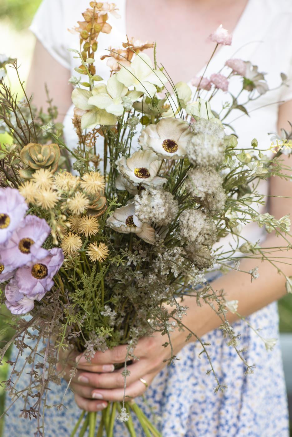 Il giardino, i cachepot, i fiori, il bamboo