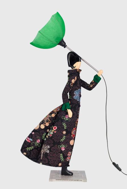 Medea lampada bambola