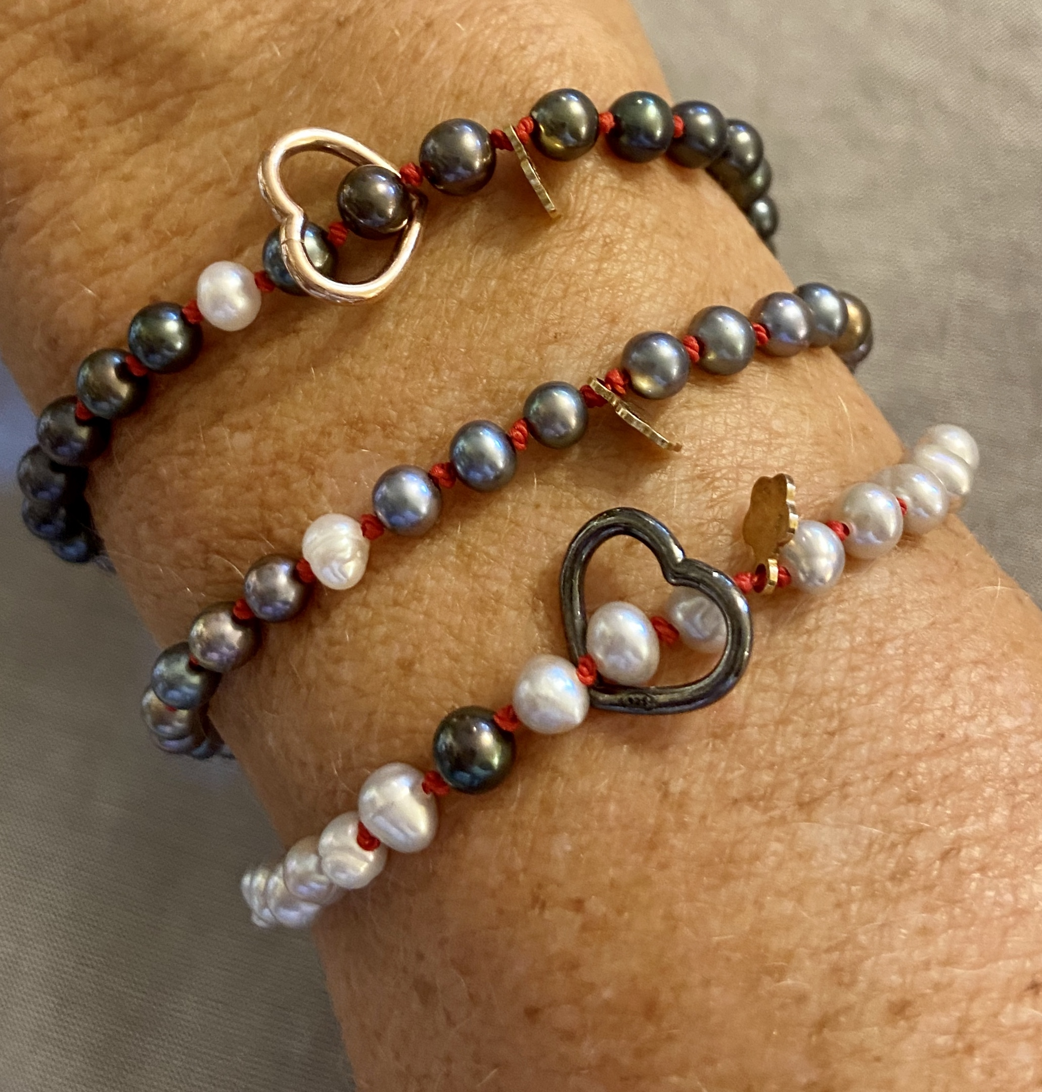I braccialetti pietre, zirconi e perle
