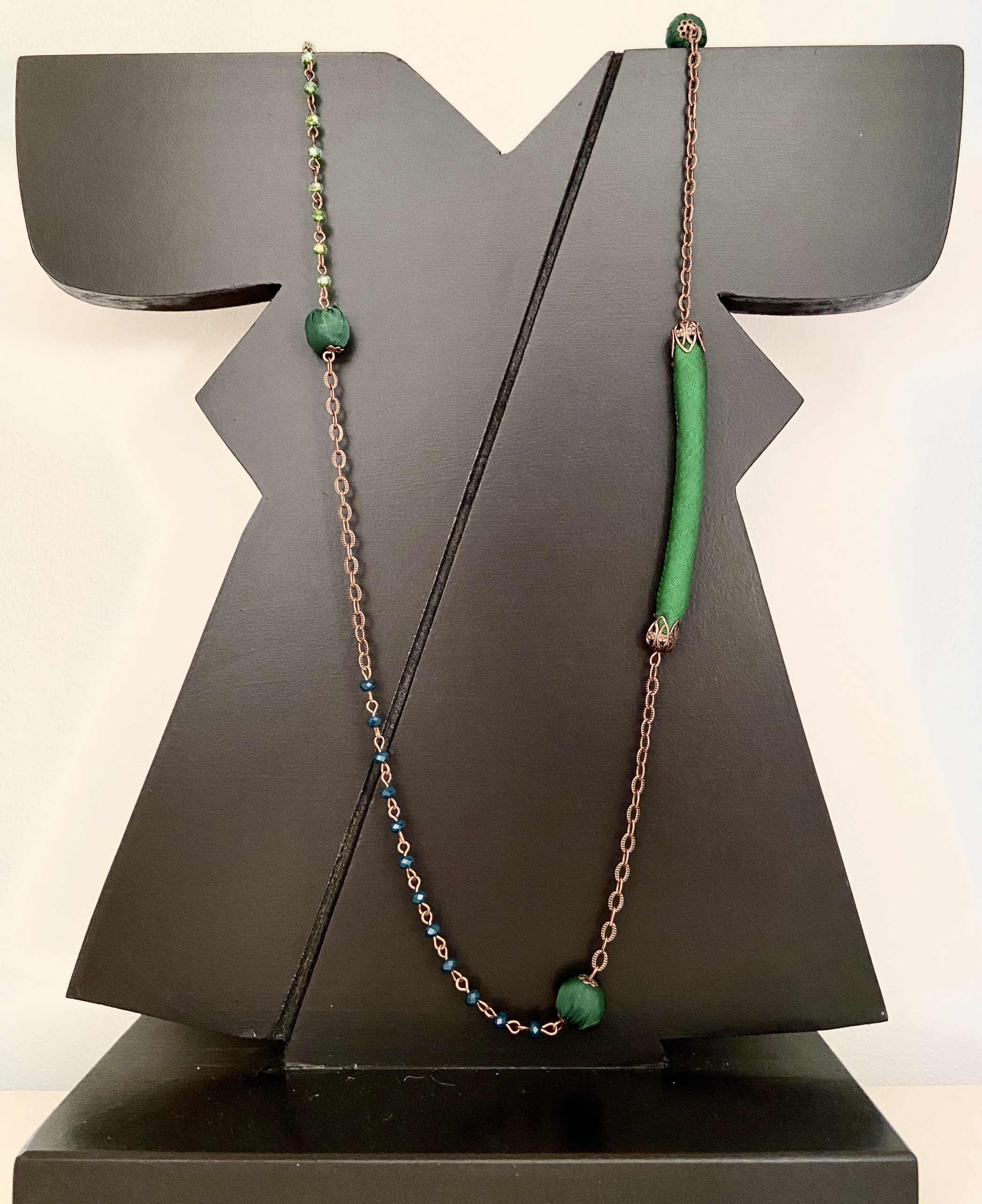 collana in rame, cristalli e shantung di seta