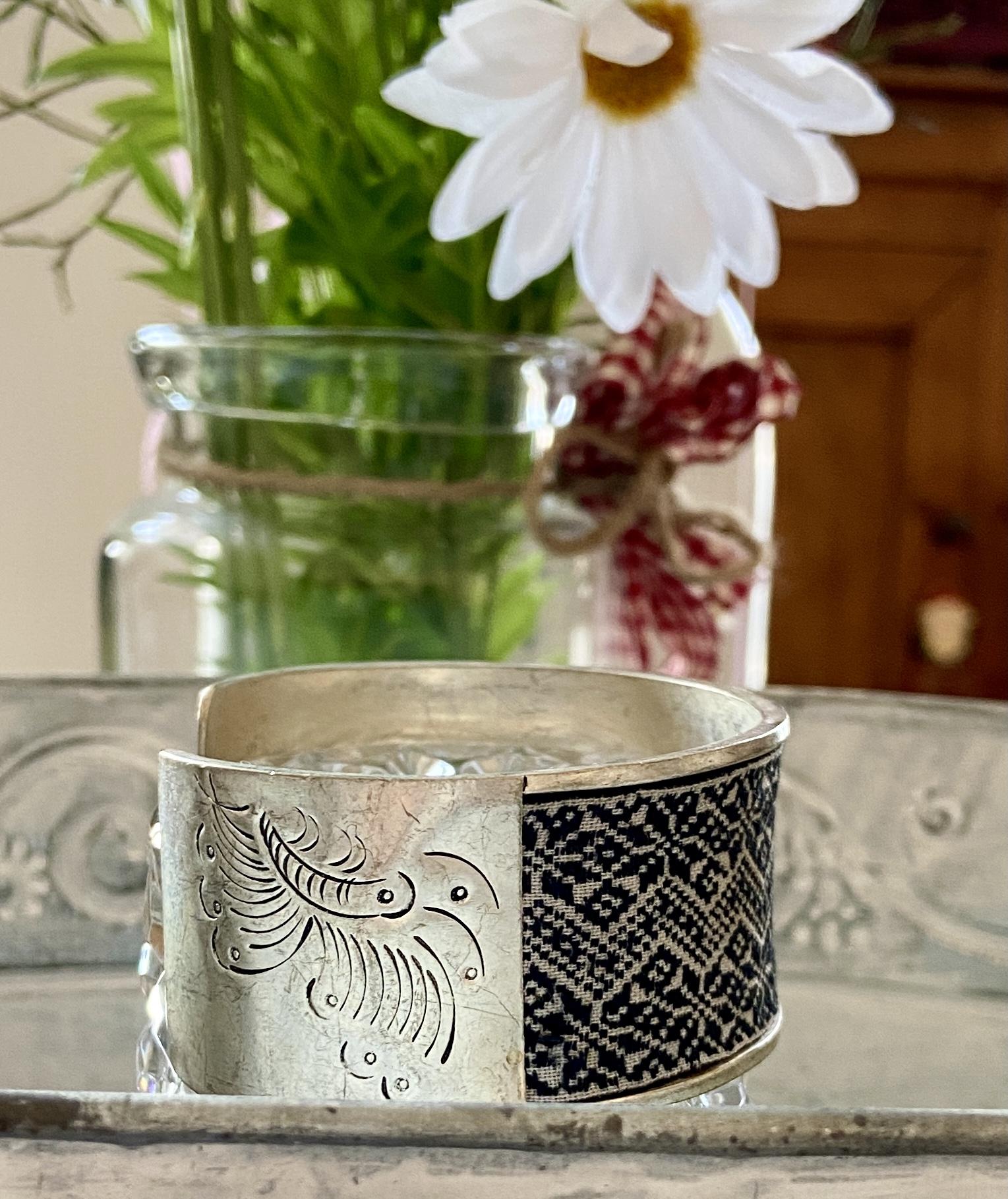 Bracciali in argentone e vecchie stoffe Miao