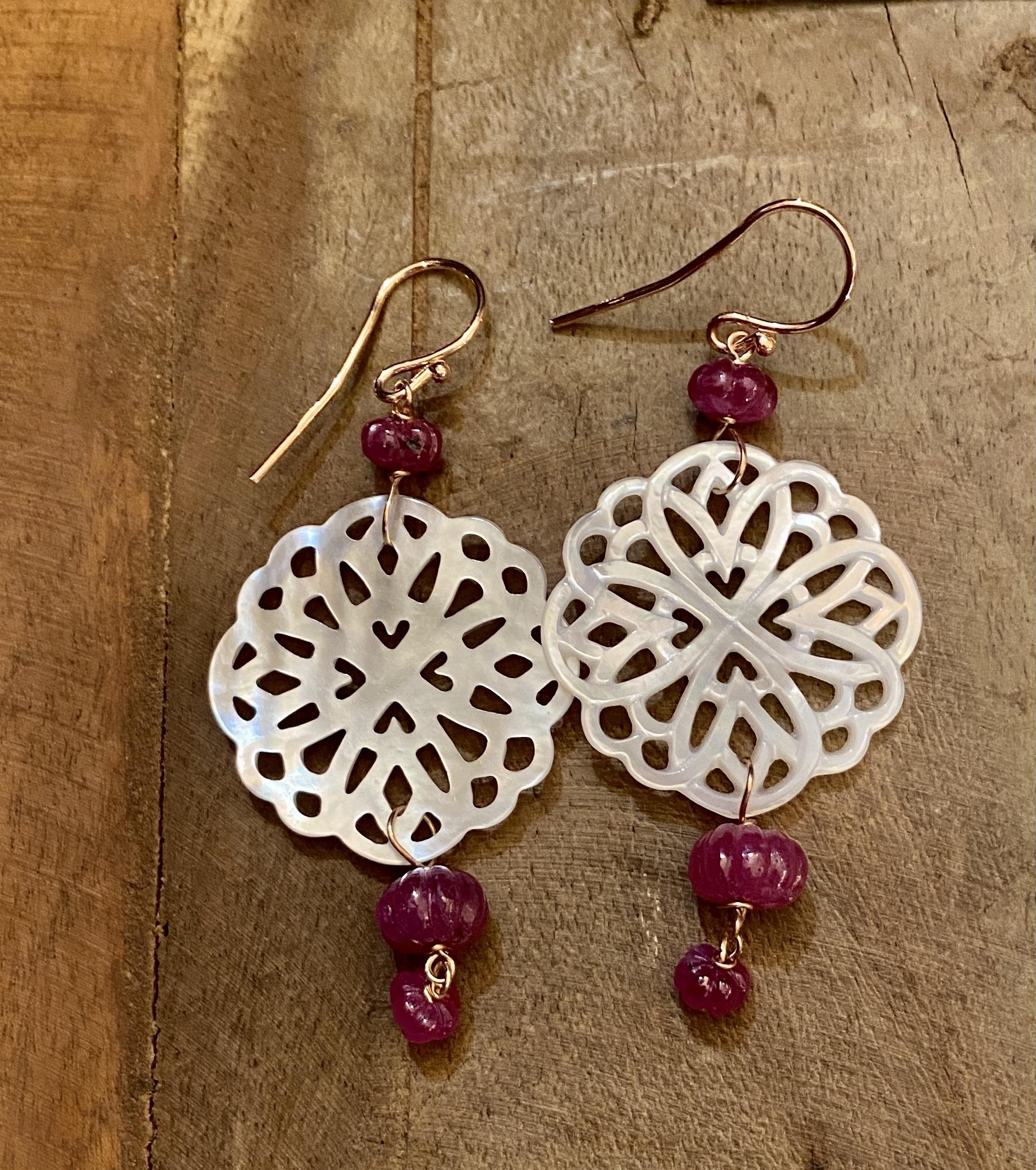 orecchini in madreperla con rubini