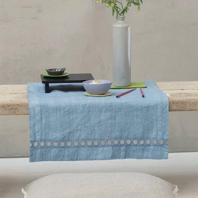 Il lino naturale, pratico e non si stira. La tavola