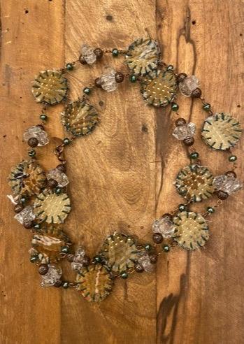 collana in rame con cristalli e stoffe kantha